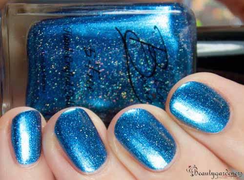 beautiful blue nail polish
